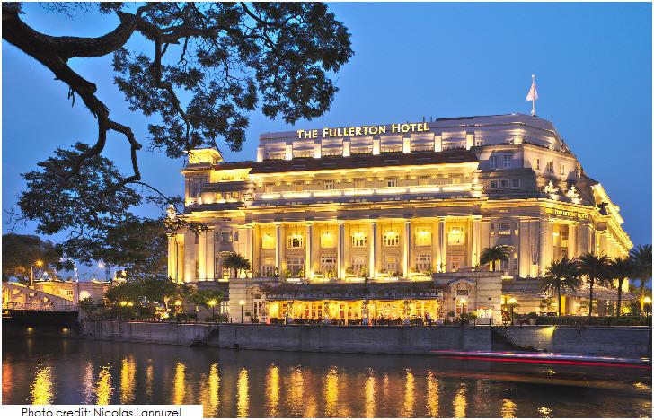 Singapore Fullerton Hotel at Dusk