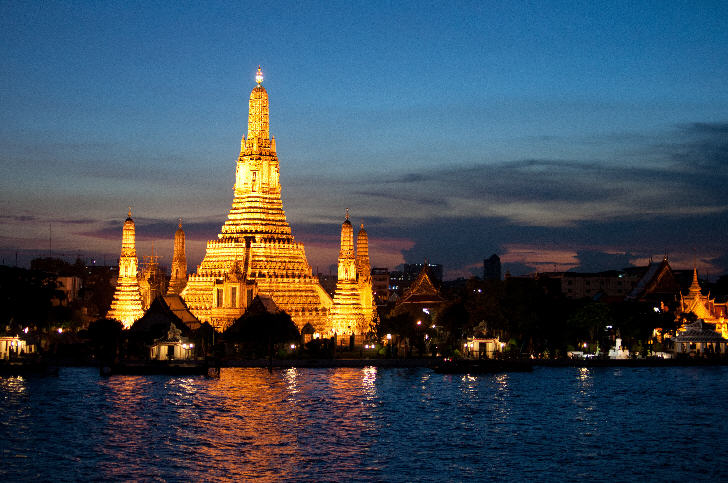 Top 10 Destinations in Thailand, Bangkok, Wat Arun at Dusk