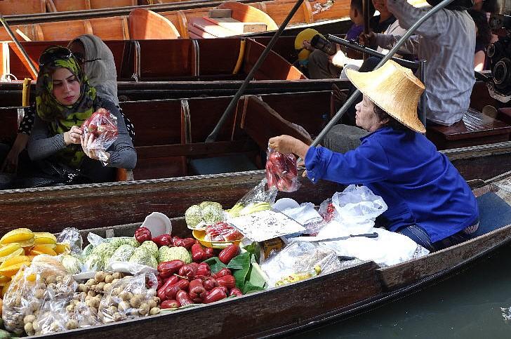 Damnoen Saduak (Floating Market in Ratchaburi Province)