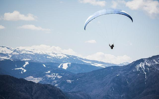 Paragliding - free-flight flying like a bird