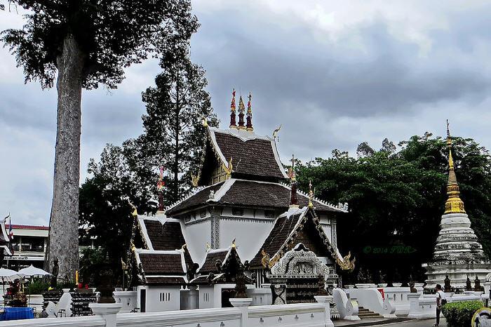 City Pillar (Lak Mueang), Sao Inthakin