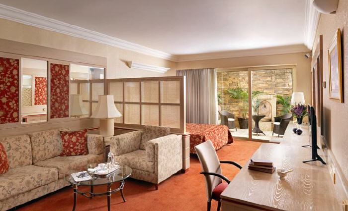 Holiday Suites, 4 Arnis Street, Athens, 11528, Greece