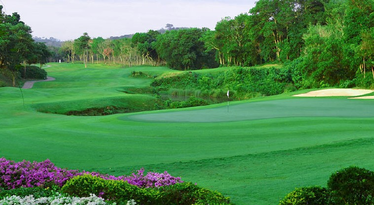 Trisara holds a membership at the private Blue Canyon Country Club, just 20 minutes from the resort (Green fees apply)