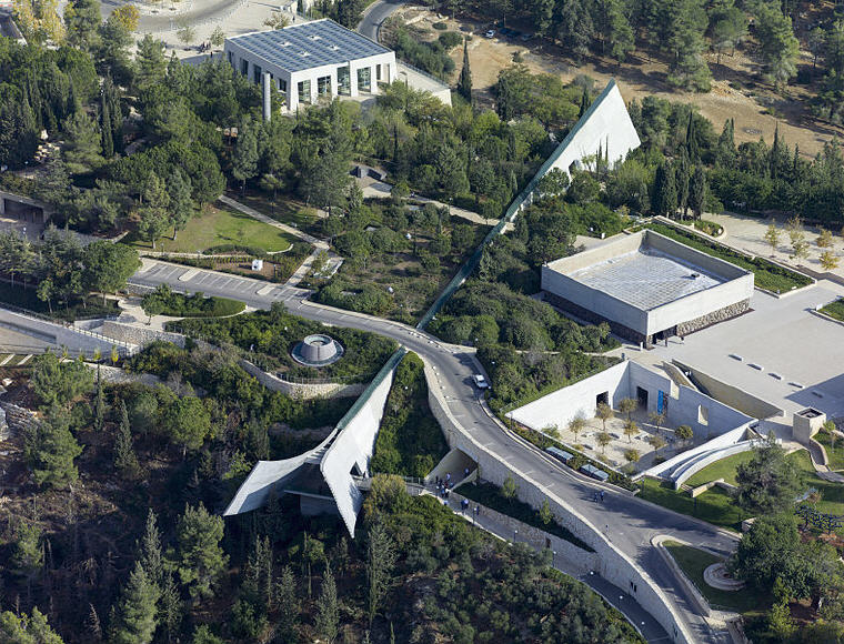 Aerial view of the Yad Vashem Holocaust museum designed by Moshe Safdie, Photo credit: Andrew Shiva / Wikipedia / CC BY-SA 4.0