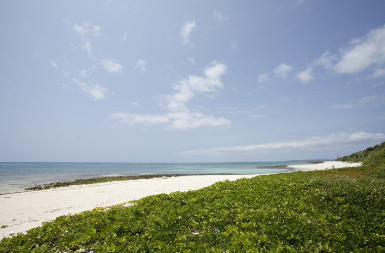 Yonaha Maehama Beach, Miyakojima, © Okinawa Convention & Visitors Bureau