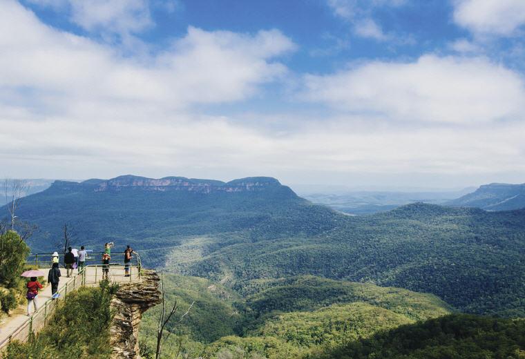 Lookout, Blue Mountains National Park, NSW, Photo credit: Tourism Australia
