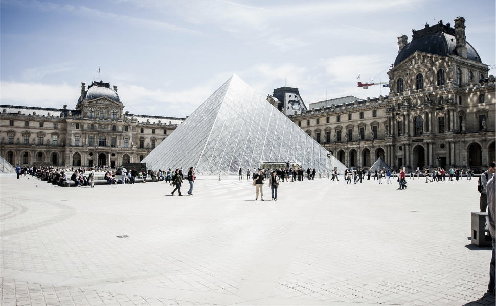 The Louvre, Paris, Car rental in Paris