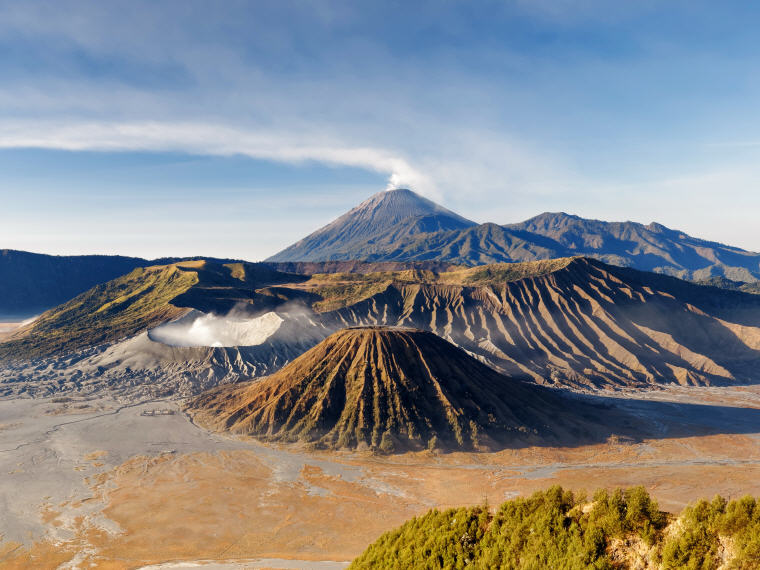 Mount Bromo, Surabaya, Weekend getaways under 4 hours from Singapore, Photo credit: Wikipedia