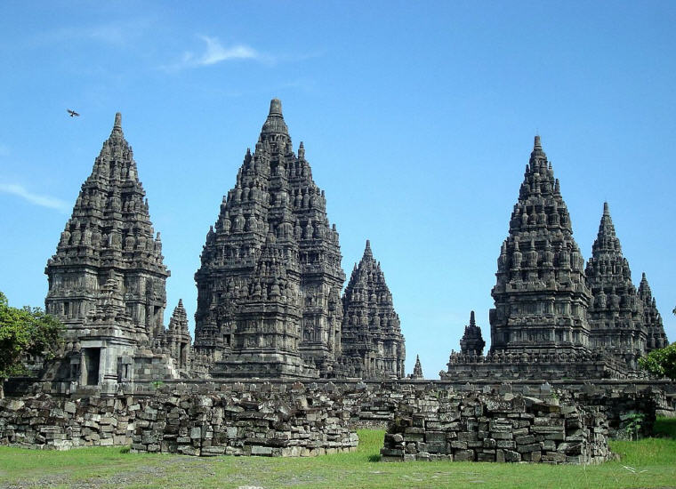 Prambanan temple complex, Yogyakarta, Indonesia, Weekend getaways under 4 hours from Singapore, Photo credit: Wikipedia