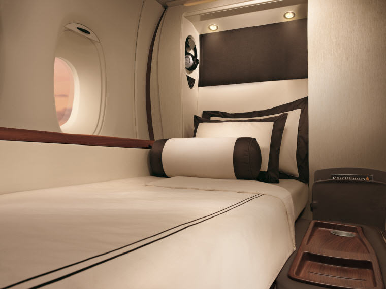 Bed, SQ863 A380 Suites Class, Hong Kong – Singapore, Photo credit: Singapore Airlines