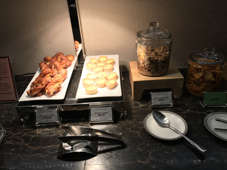 Buffet, Suites Class, SilverKris Lounge, Hong Kong
