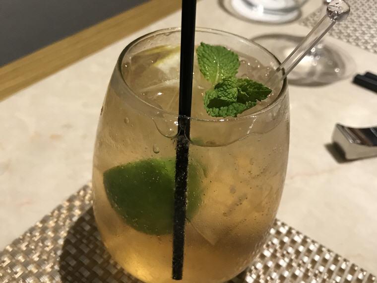 Drinks 1, Suites Class (First Class), SilverKris Lounge, Hong Kong