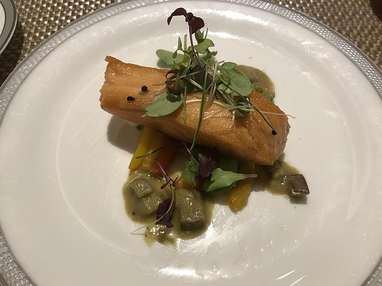 Pan-fried Salmon Fillet, Suites Class (First Class), SilverKris Lounge, Hong Kong