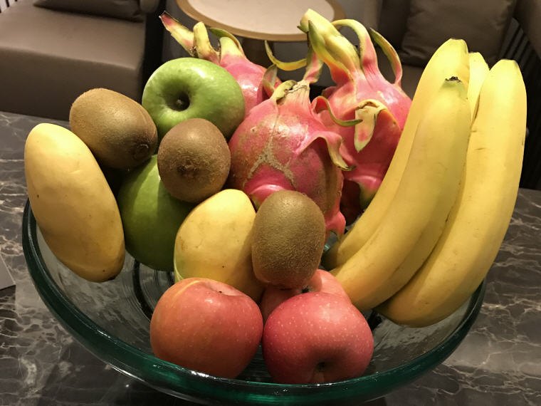 Seasonal fruits, Suites Class (First Class), SilverKris Lounge, Hong Kong