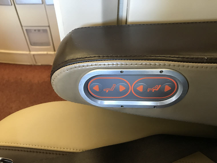 Seat Adjustment, SQ863 A380 Suites Class, Hong Kong – Singapore