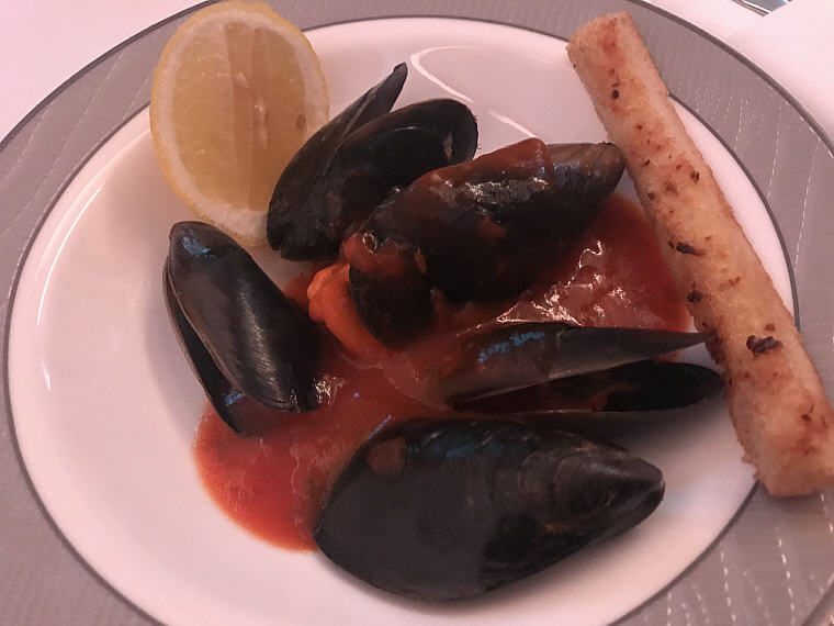 Warm Blue Mussel (With tomato garlic broth), SQ863 A380 Suites Class, Hong Kong - Singapore