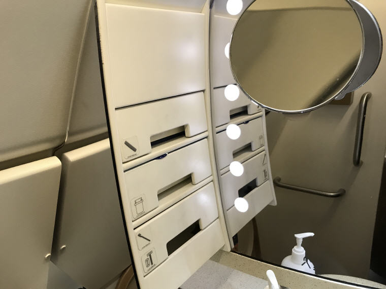 Lavatory, SQ 656 A330 Business Class Singapore Fukuoka