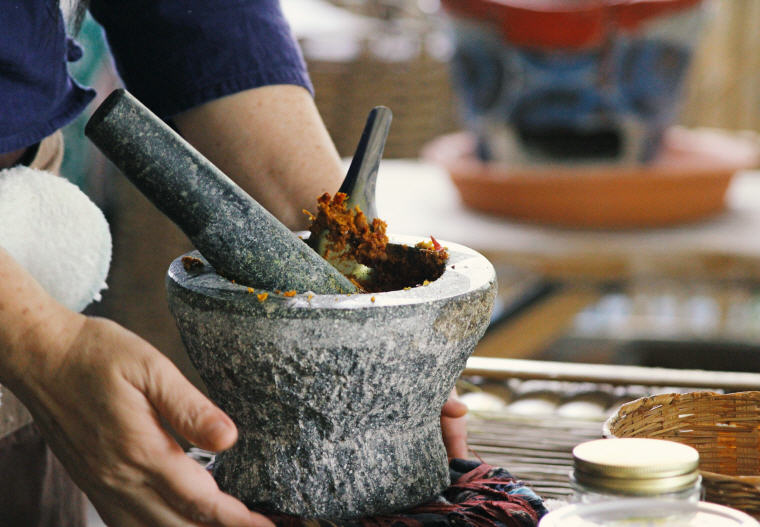 Authentic Northern Thai cooking with mortar and pestle, 5 Insider's Tips by Local Experts