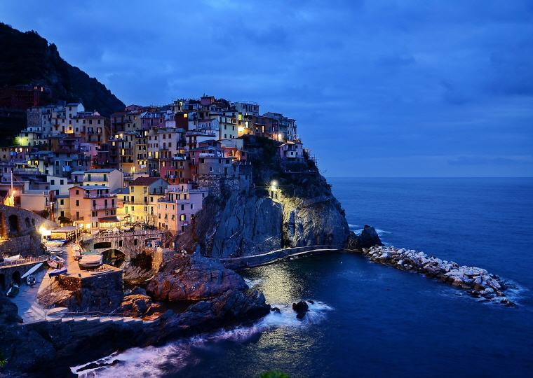 Cinque Terre, Italy, Photo credit: Bela Balla @ Pixabay, TourRadar's Online Travel Expo 17-24 January 2018