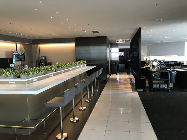 Inner and quieter section in ANA Lounge, SQ 633 A350 Business Class Experience Tokyo - Singapore