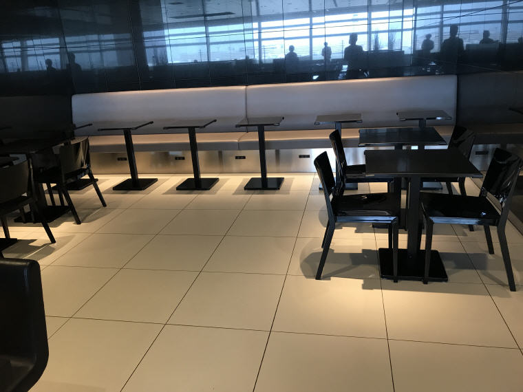 More seats for dining in ANA Lounge, SQ 633 A350 Business Class Experience Tokyo - Singapore