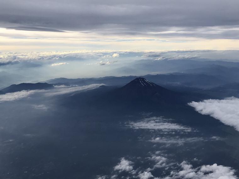 Mt. Fuji, SQ 633 A350 Business Class Experience Tokyo - Singapore