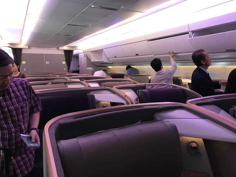 No overhead compartment in middle section, SQ 633 A350 Business Class