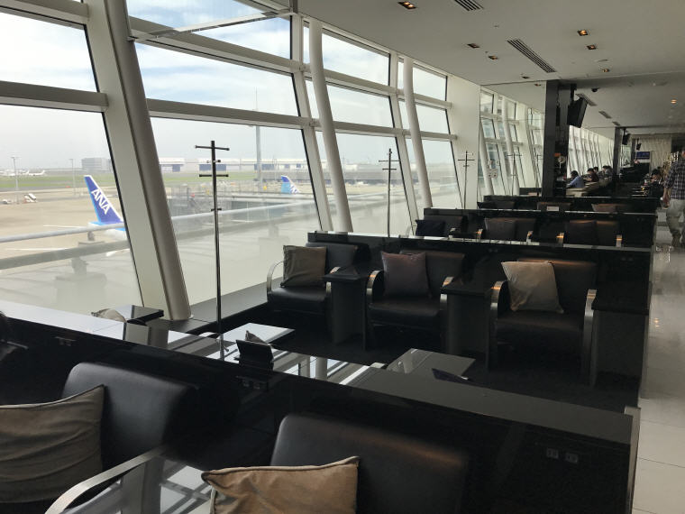 Plenty of cosy seats to relax in ANA Lounge, SQ 633 A350 Business Class Experience Tokyo - Singapore