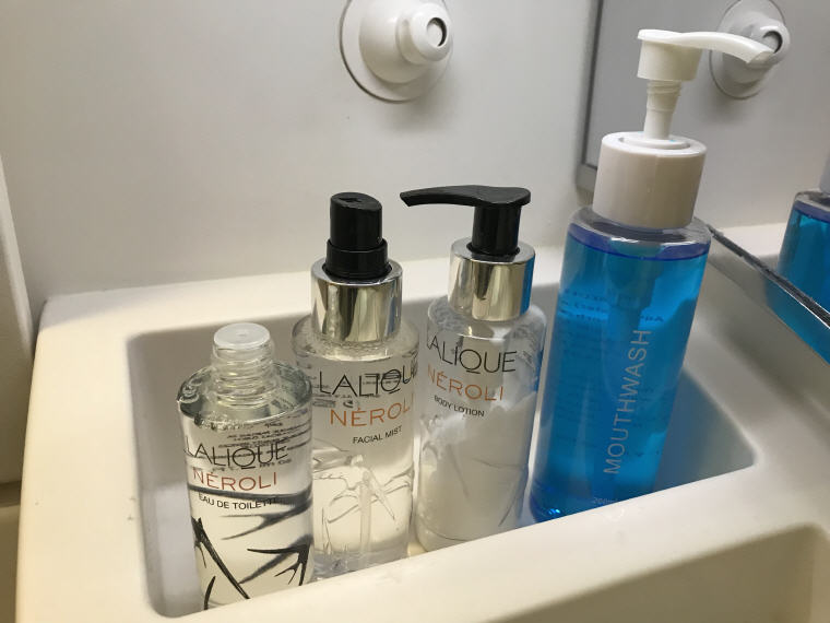 LALIQUE Toiletries, Lavatory, SQ 231 A380 Suites Class Experience Singapore - Sydney