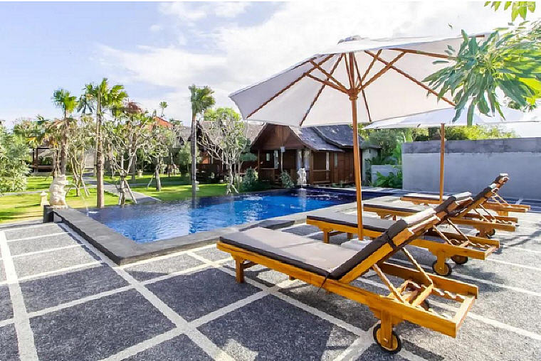 Sunny Surfer Wooden Cabin, 10 beautiful villas in Bali under SGD 100