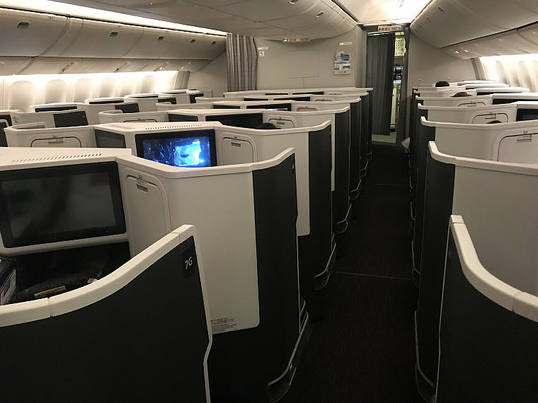 JAL SKY SUITE 777 Business Class 1-2-1 configuration in reverse herringbone