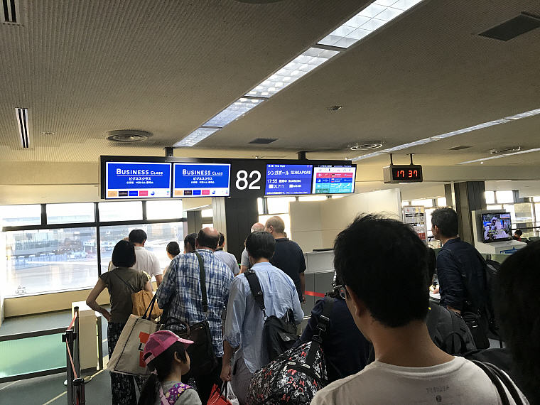 Queue at Boarding Gate, Narita Airport, JAL SKY SUITE 777 Business Class NRT to SIN