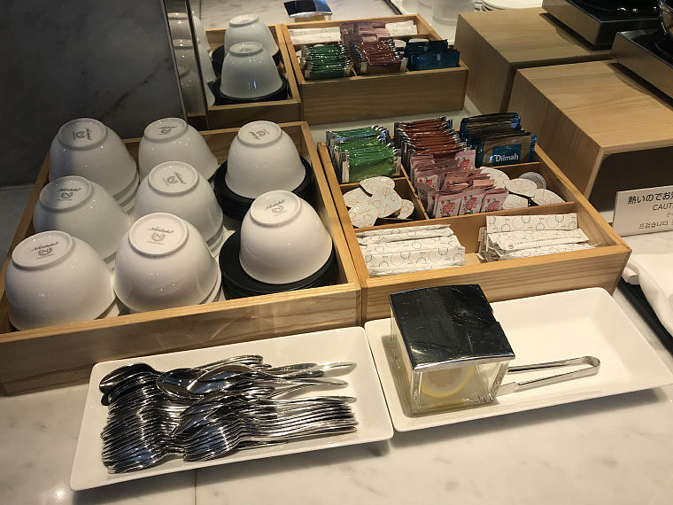 Selection of Tea, Sakura Lounge, Narita Airport, JAL Business Class NRT to SIN