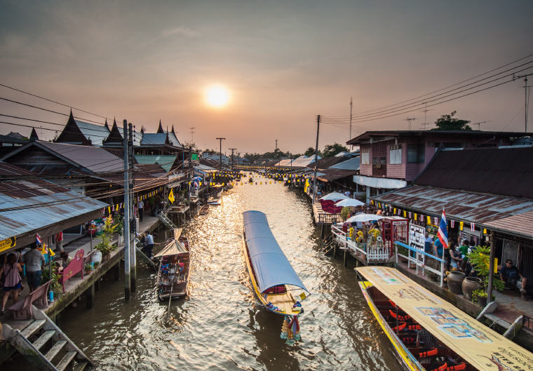 Amphawa Floating Market, 5 Marvelous Floating Markets near Bangkok