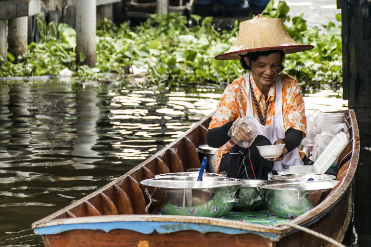 Kwan Riam Floating Market, 5 Marvelous Floating Markets near Bangkok