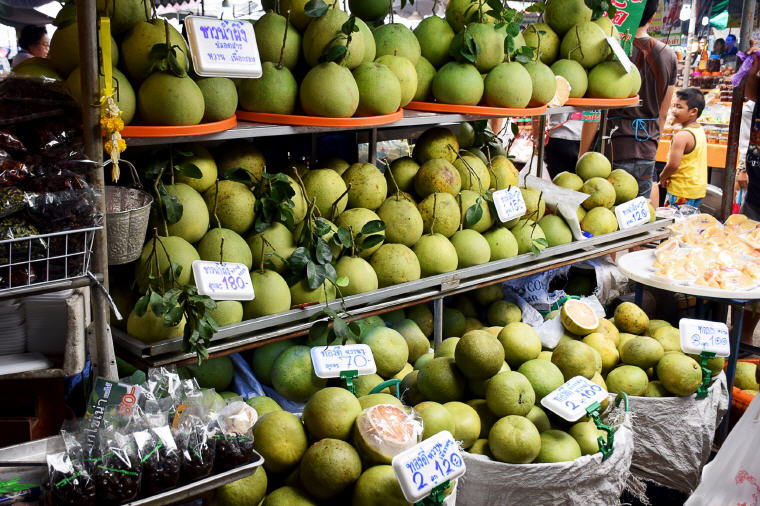 Pomelo at Don Wai Floating Market, 5 Marvelous Floating Markets near Bangkok